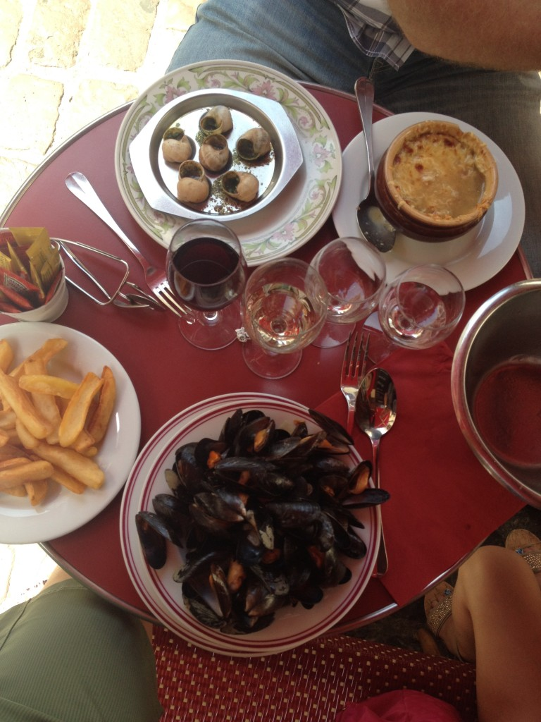 Mussels, french fries and dijoinnaise!